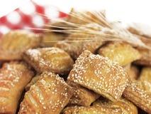 Pequeñas empanadas del queso del sésamo Imagenes de archivo