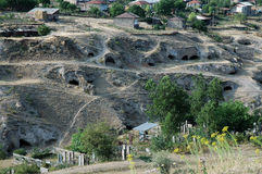 Pequeñas entradas de la cueva en Tegh, Nagorno Karabakh, Armenia Fotografía de archivo