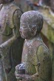 Pequeñas estatuas de Jizo en el templo de Hase-dera en Kamakura Fotos de archivo
