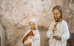 Pequeñas estatuas de la madre de dios en venta foto de archivo