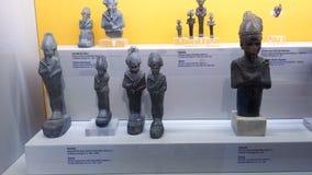 Pequeñas estatuas de Osiris expuestas en museo de la historia de Napoli imagen de archivo libre de regalías