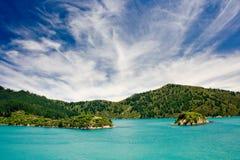 Pequeñas islas en un sonido Imagenes de archivo