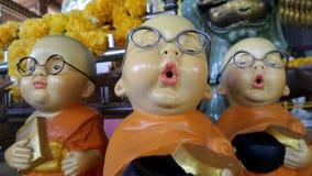 Pequeñas muñecas felices del monje budista Fotos de archivo libres de regalías