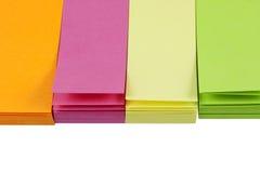 Pequeñas notas de post-it coloridas Fotografía de archivo