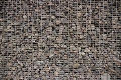 Pequeñas piedras bajo red fotografía de archivo