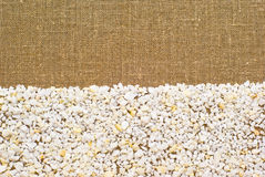 Pequeñas piedras en la arpillera Foto de archivo libre de regalías