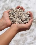 Pequeñas piedras en manos Imagen de archivo libre de regalías