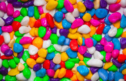 Pequeñas piedras multicoloras foto de archivo libre de regalías