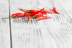 Pequeñas pimientas de chiles candentes Foto de archivo libre de regalías