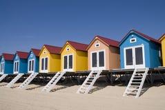 Pequeñas Playa-casas azules Fotografía de archivo