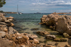 Pequeñas rocas en la playa Fotografía de archivo