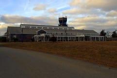 Pequeño aeropuerto de la isla situado en el viñedo del ` s de Martha Foto de archivo