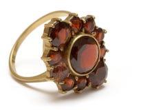 Pequeño anillo del granate de la vendimia Foto de archivo