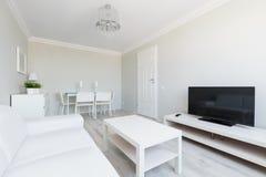 Pequeño apartamento contemporáneo Fotografía de archivo libre de regalías