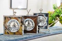 Pequeño artículo decorativo del reloj decorativo fotos de archivo