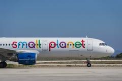 Pequeño avión de Airbus del planeta en Rodas Fotografía de archivo