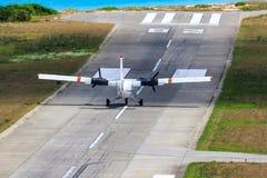 Pequeño avión en pista Imagen de archivo libre de regalías
