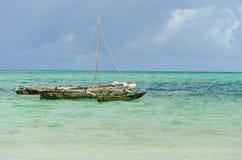 Pequeño barco de pesca de madera Fotos de archivo libres de regalías