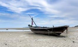 Pequeño barco de pesca de madera Imagenes de archivo
