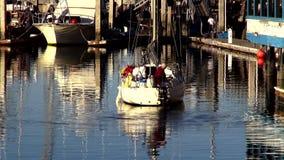 Pequeño barco de pesca en Monterey California LOS ÁNGELES almacen de metraje de vídeo