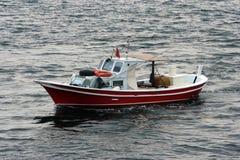 Pequeño barco de pesca rojo Foto de archivo libre de regalías