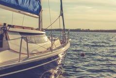 Pequeño barco de vela Fotos de archivo libres de regalías