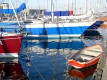 Pequeño barco rojo Fotografía de archivo