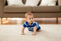 Pequeño bebé asiático dulce imagen de archivo