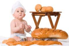 Pequeño bebé con el pan aislado en blanco foto de archivo libre de regalías