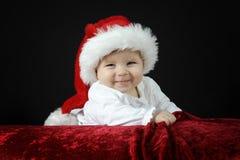 Pequeño bebé con el sombrero de la Navidad Fotografía de archivo libre de regalías