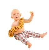 Pequeño bebé con los panecillos, aislados en el fondo blanco Imagen de archivo