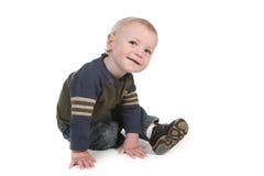 Pequeño bebé curioso lindo que mira alrededor foto de archivo