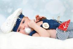 Pequeño bebé de la marina de guerra llevado imágenes de archivo libres de regalías
