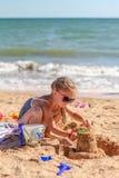 Pequeño bebé en la playa Imagen de archivo libre de regalías
