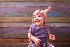 pequeño bebé en un sombrero divertido fotos de archivo