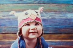 pequeño bebé en un sombrero divertido fotos de archivo libres de regalías