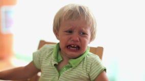 Pequeño bebé gritador almacen de video
