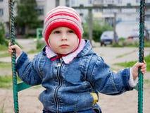 Pequeño bebé lindo en el oscilación Fotografía de archivo libre de regalías