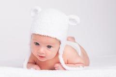 pequeño bebé lindo en un sombrero divertido Imagen de archivo libre de regalías
