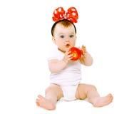 Pequeño bebé lindo que se divierte Imagenes de archivo