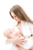 Pequeño bebé que amamanta. Imagen de archivo