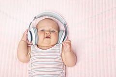 Pequeño bebé recién nacido imágenes de archivo libres de regalías
