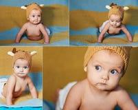 Pequeño bebé recién nacido con los ojos grandes sombrero-que hace punto en un fondo llano Imagen de archivo