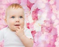Pequeño bebé sonriente Imagen de archivo