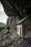 Pequeño blanco, pescando la roca de Noruega de la casa Fotos de archivo