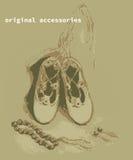 pequeño bolso púrpura calza los pendientes del collar para la muchacha Imagen de archivo libre de regalías