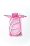 Pequeño bolso rosado con la perla Fotos de archivo