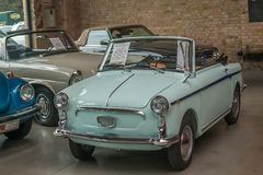Pequeño cabriolé italiano de Autobianchi Bianchina del coche del vintage imagenes de archivo