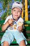 Pequeño cabrito del muchacho en la naturaleza Fotos de archivo