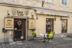 Pequeño café del verano en la calle foto de archivo libre de regalías